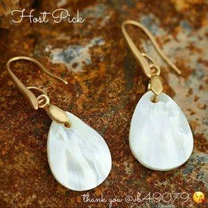 Jewelry - 5 🌟Mother of Pearl Drop Earrings